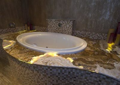 Onyx Bathtub Surround